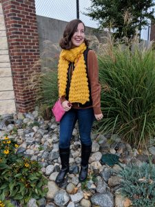 brown sweater, fall outfit, fall style, skinny jeans, mustard yellow