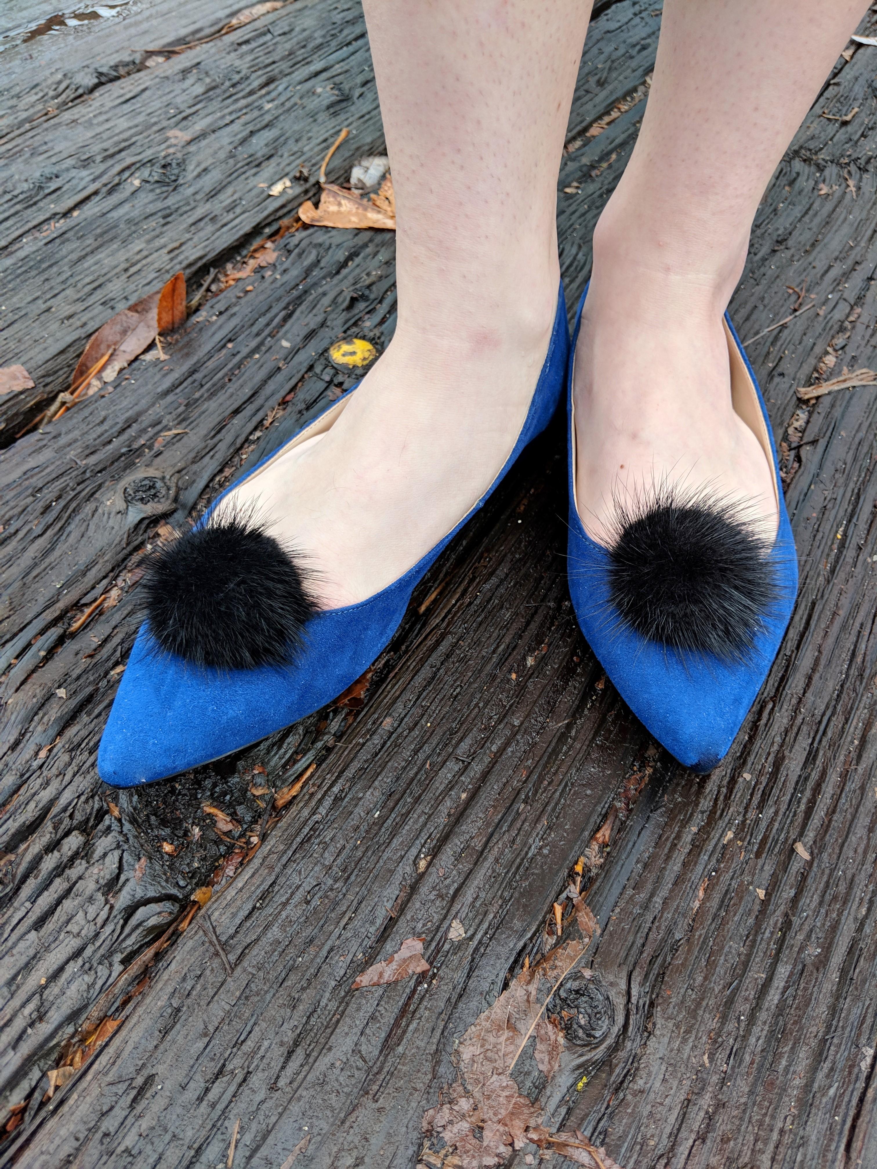black pom pom shoe clips