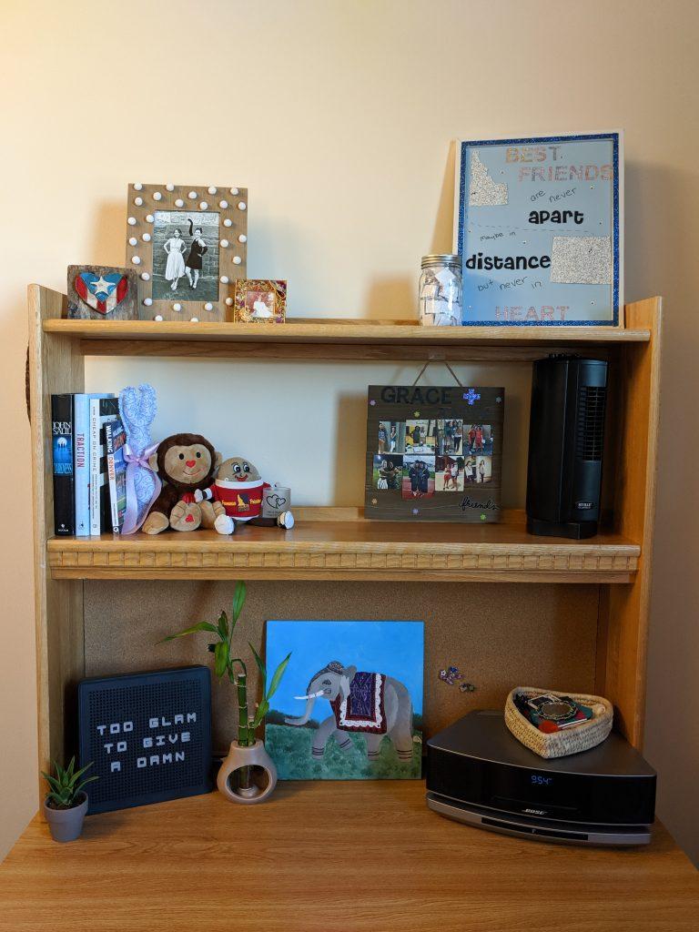 college dorm room, organization, dorm room decorations