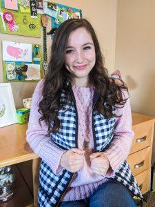 pink sweater, jeans, navy vest, online classes
