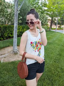 aviator sunglasses, summer outfit, graphic tee
