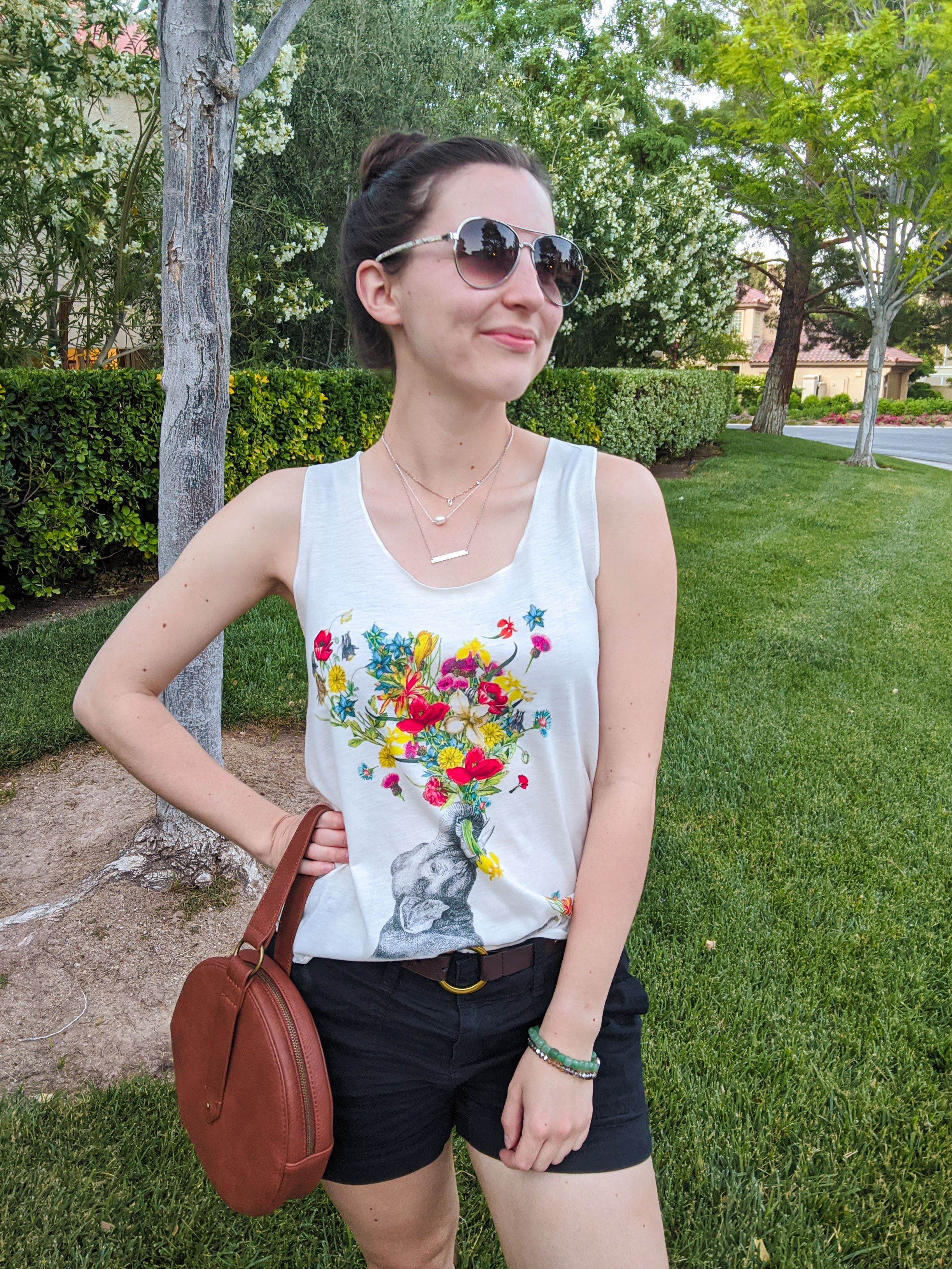 floral tank, circle purse, black shorts, summer style