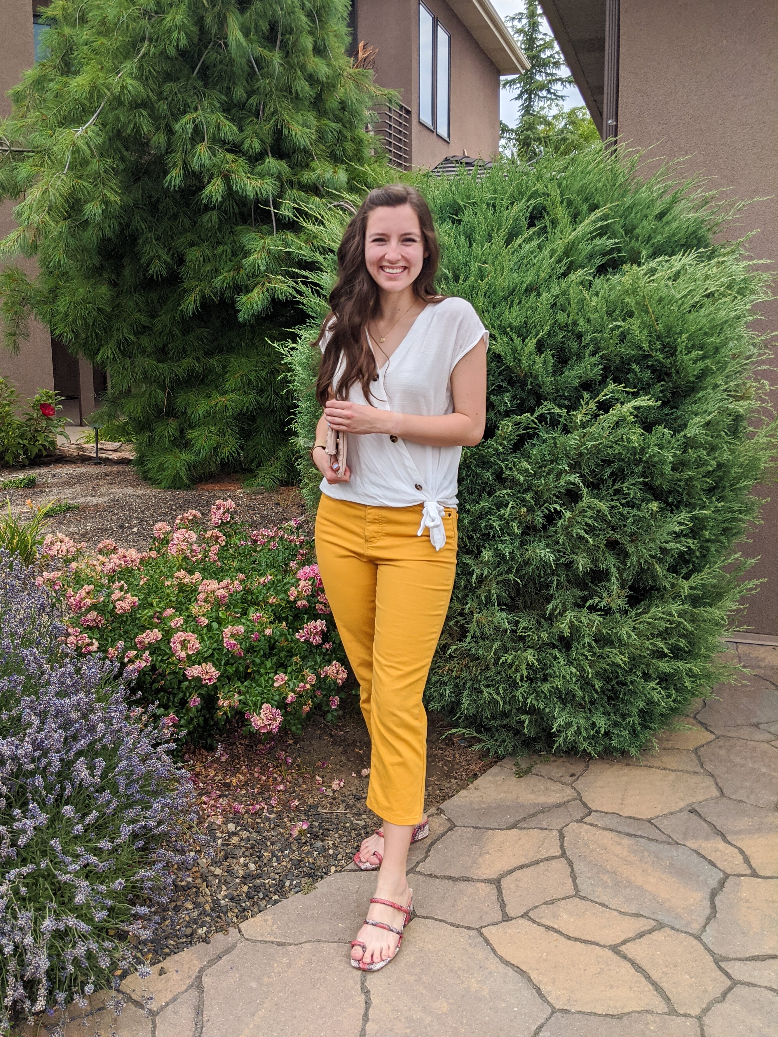 mustard-pants-white-blouse-summer-outfit-casual-style