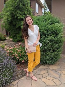 white-blouse-yellow-jeans-snakeskin-sandals