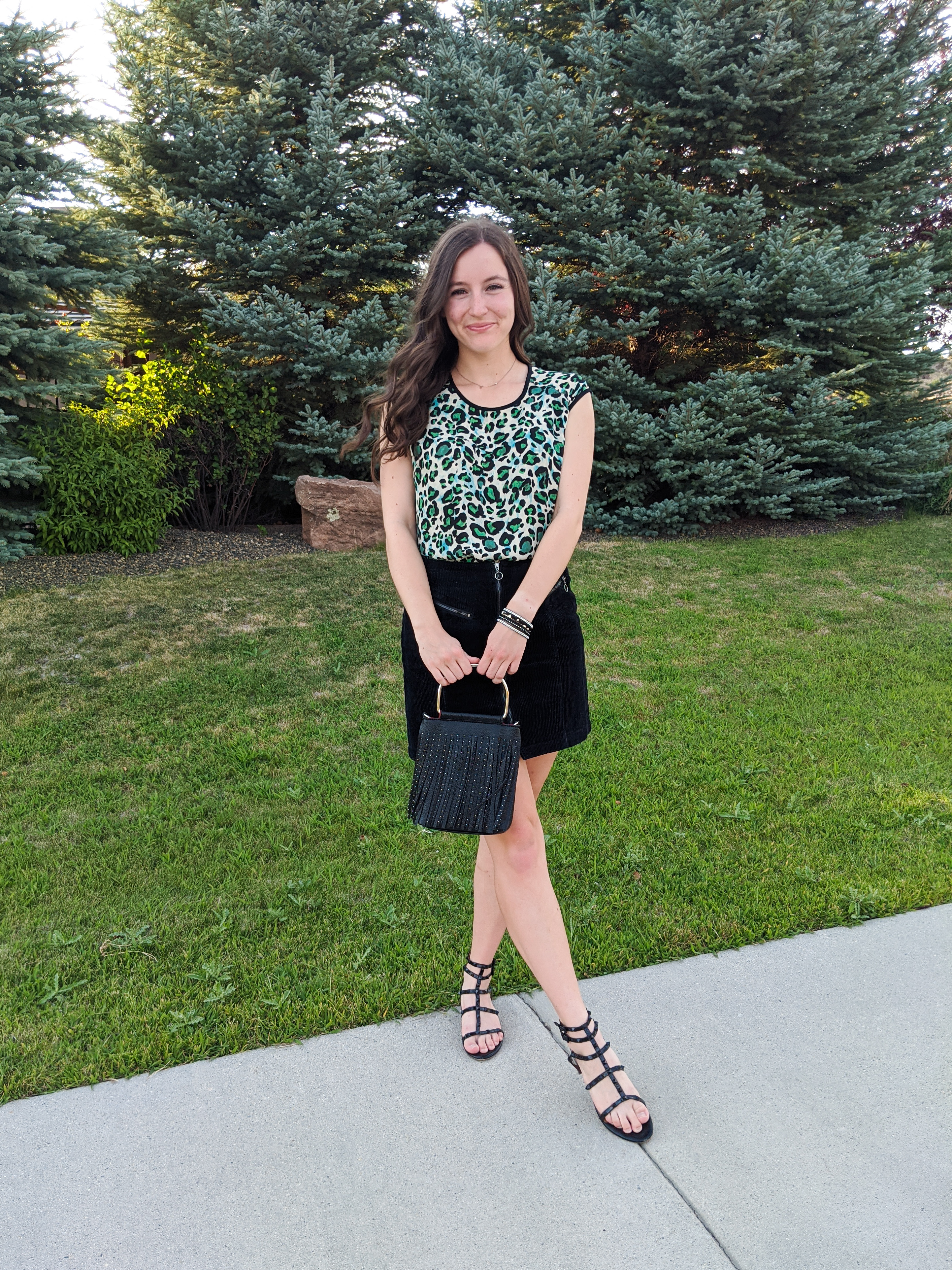 green-leopard-fall-outfit-black-sandals