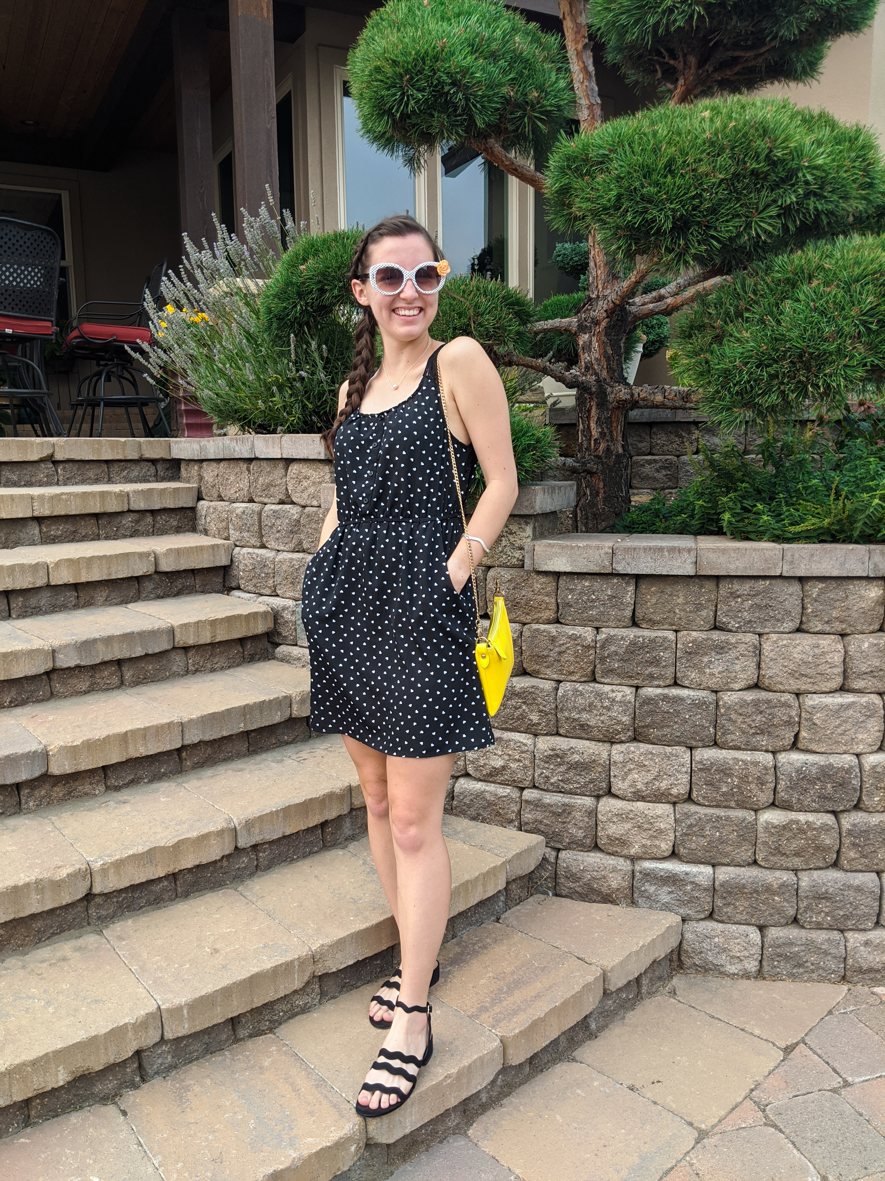 polka-dot-dress-black-sandals-yellow-purse