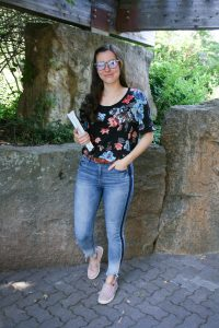 blue-light-glasses-tuxedo-jeans-blush-sneakers