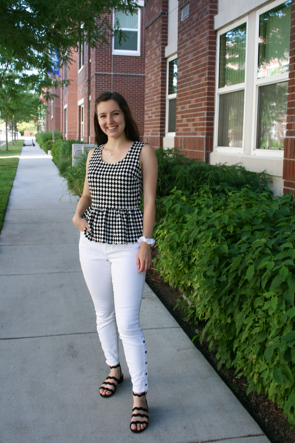 college-fashion-back-to-school-style-white-jeans