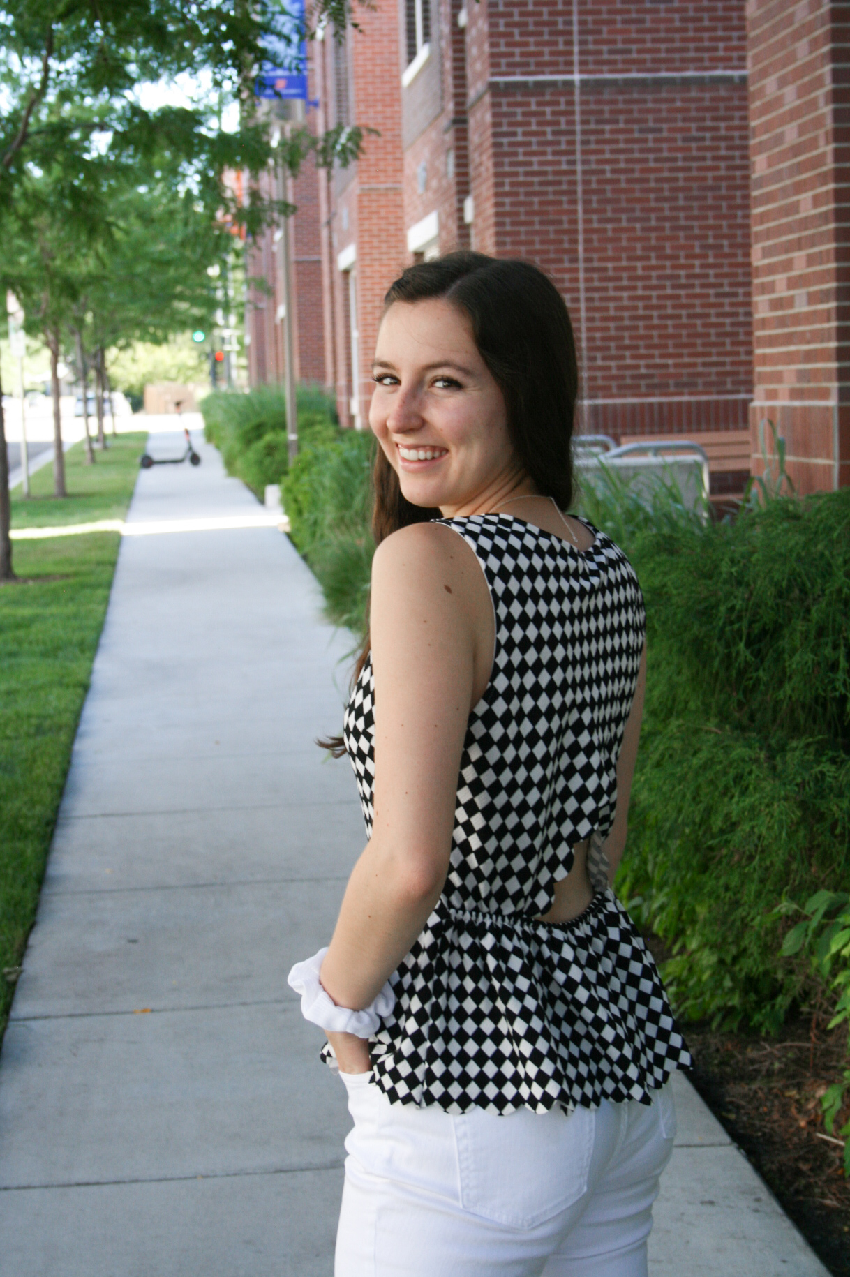 summer-outfit-college-campus-