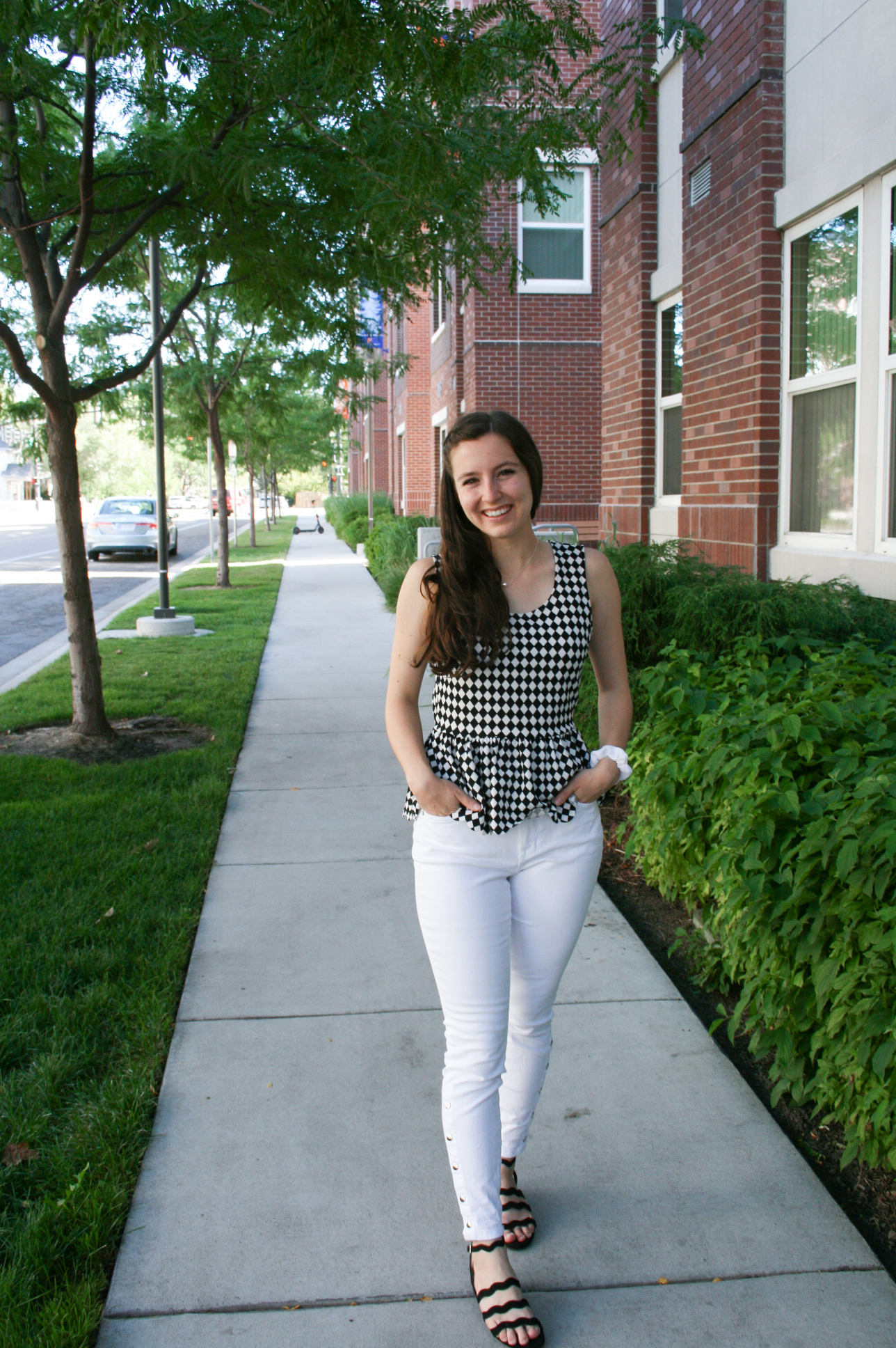 college-fashion-checkered-top-white-jeans