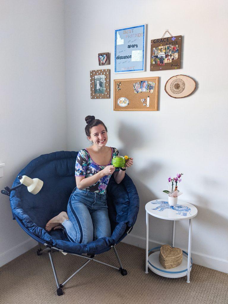 college-dorm-room-apartment-decorations-study-corner