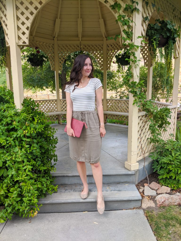 college-blogger-junior-year-striped-tee-olive-green-first-day