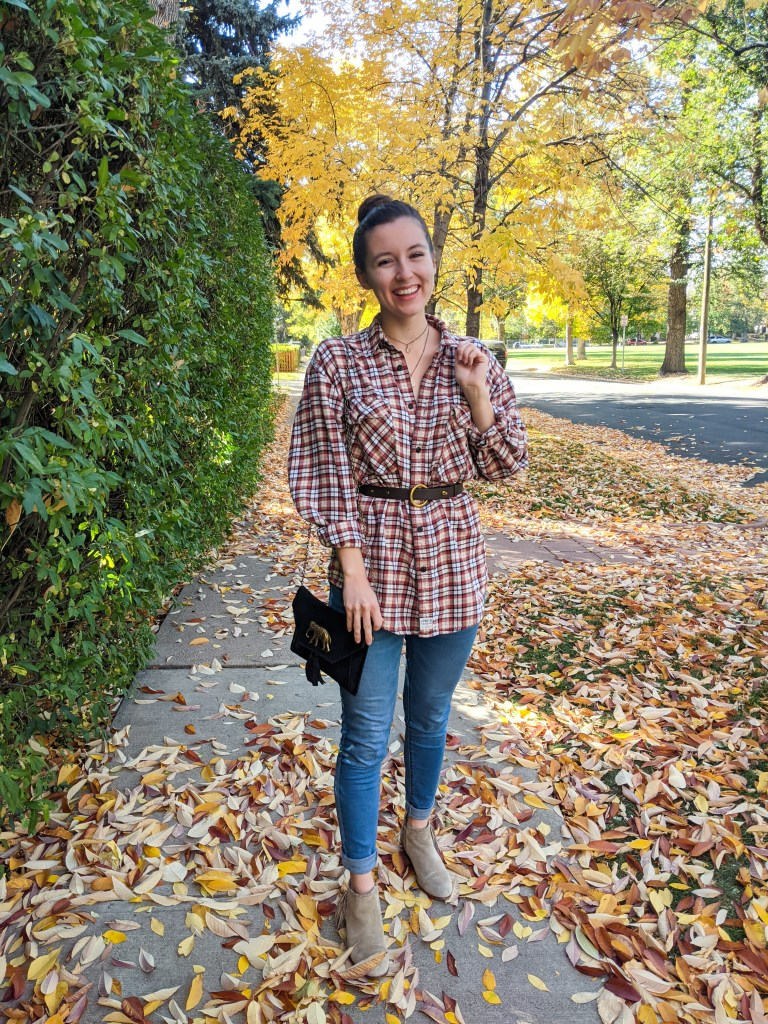 thrifted-plaid-flannel-fall-outfit-leaves
