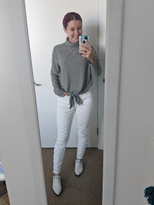 grey-sweater-turtleneck-white-jeans-fall-outfit