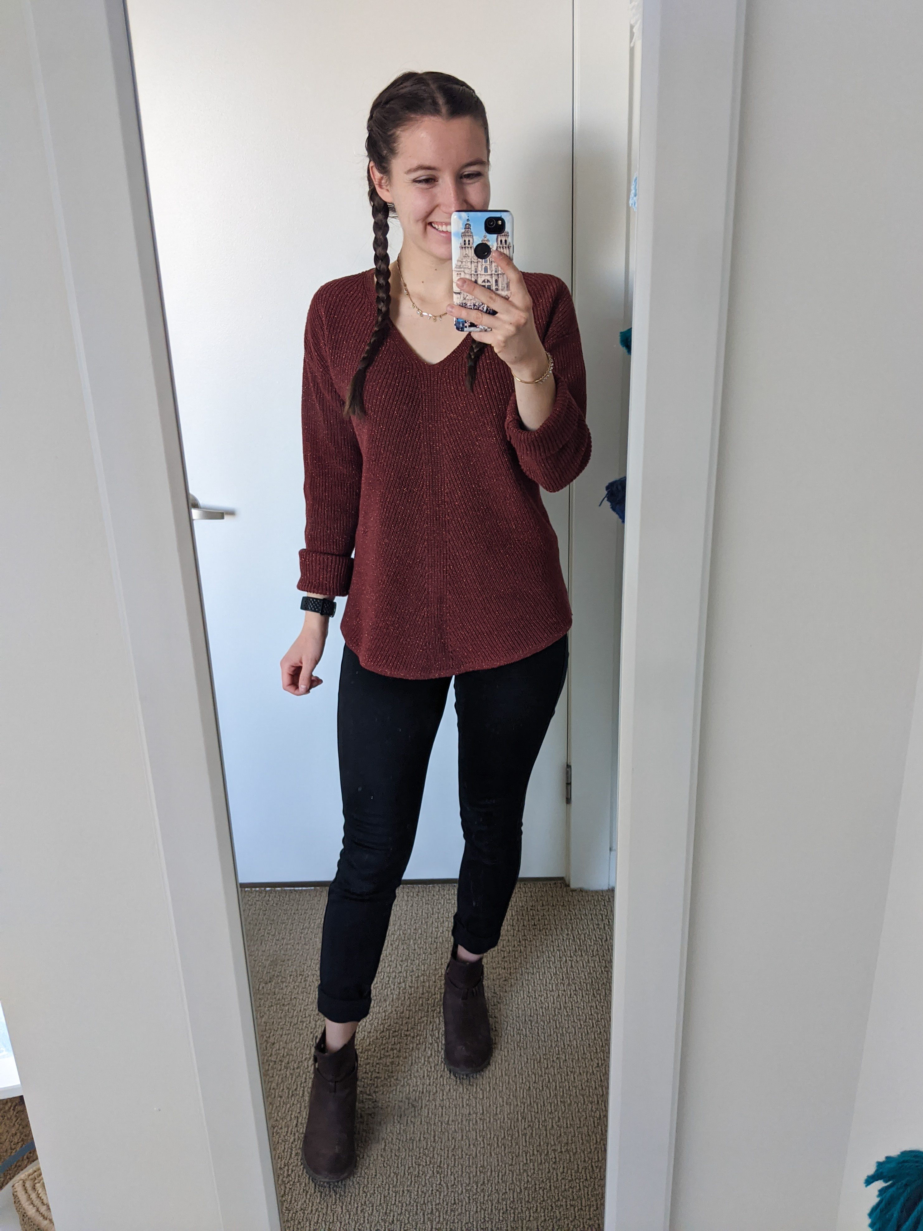 sparkly-sweater-fall-style-ootd-black-jeans-brown-booties