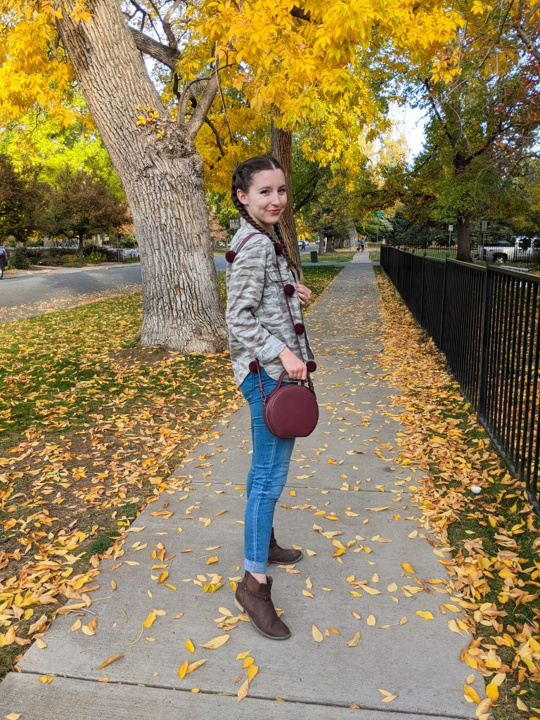 fall-fashion-falling-leaves-brown-booties-college-style