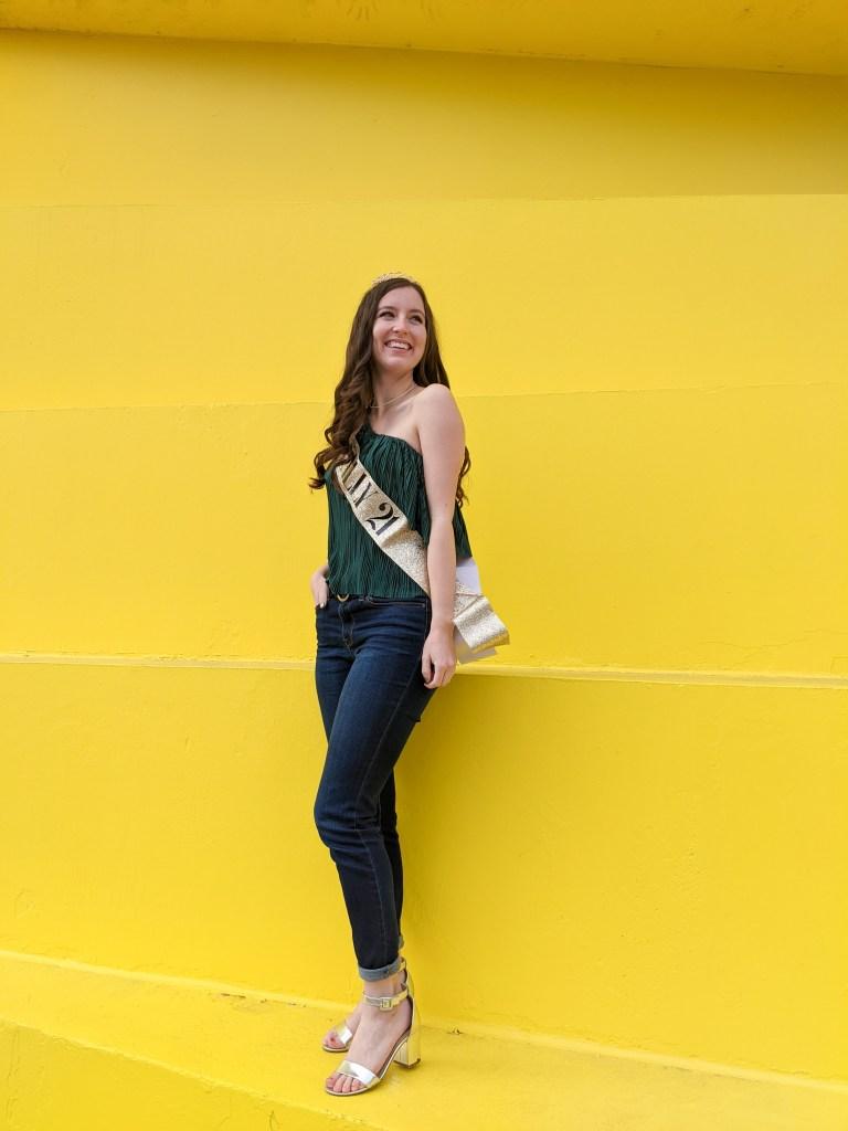 green-blouse-silver-heels-skinny-jeans-gold-tiara