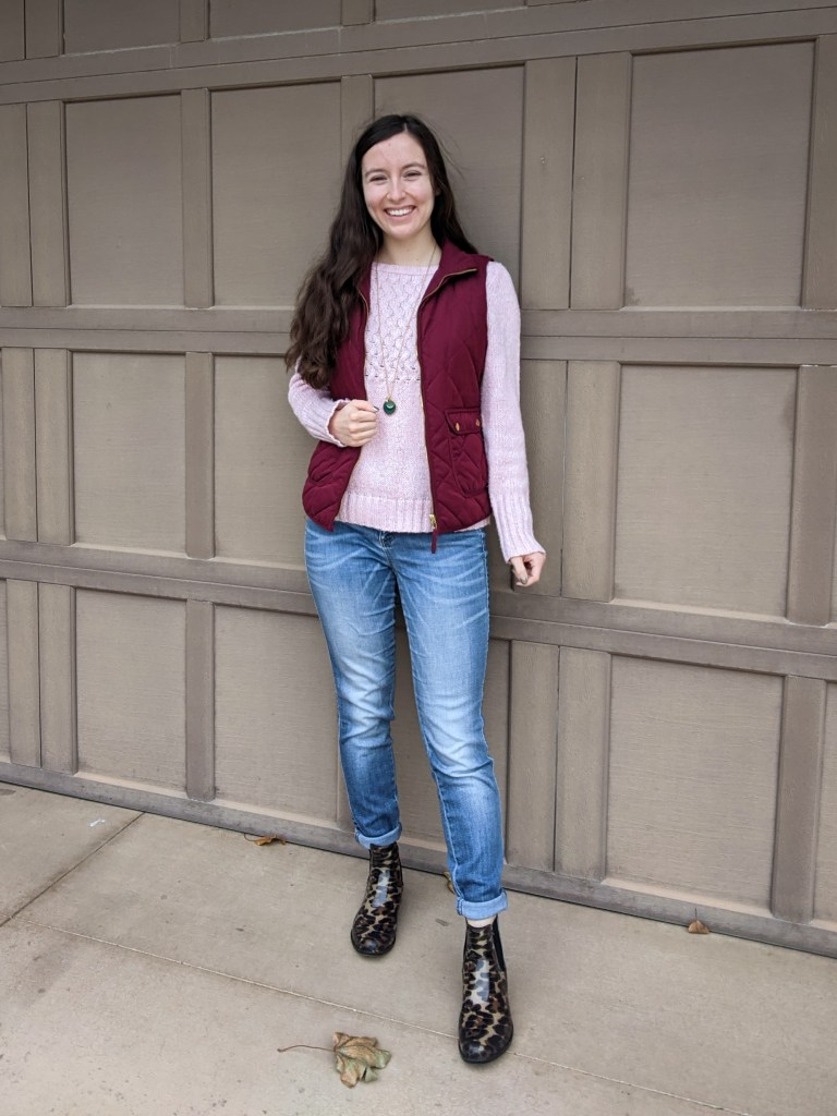 fall-style-college-outfit-quilted-vest-pink-sweater