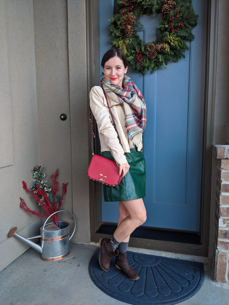 red-purse-green-pleather-skirt-christmas-outfit-wreath