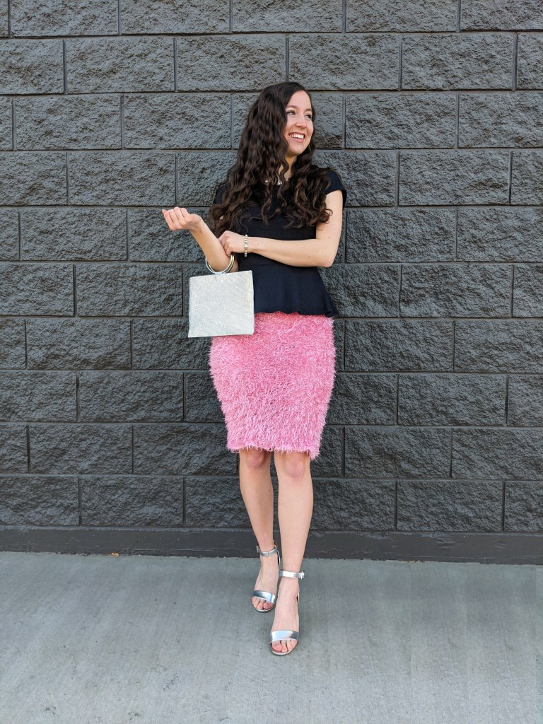 pink-pencil-skirt-carrie-bradshaw-outfit-silver-heels