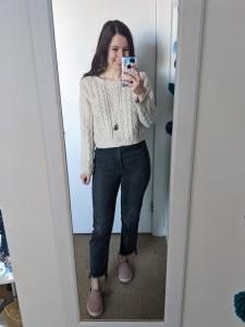 beige-sweater-college-style-grey-straightleg-jeans-steve-madden-sneakers