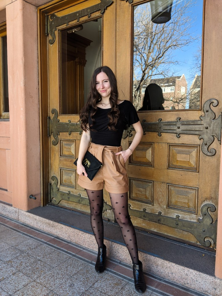 black-ruched-blouse-leather-shorts-star-tights