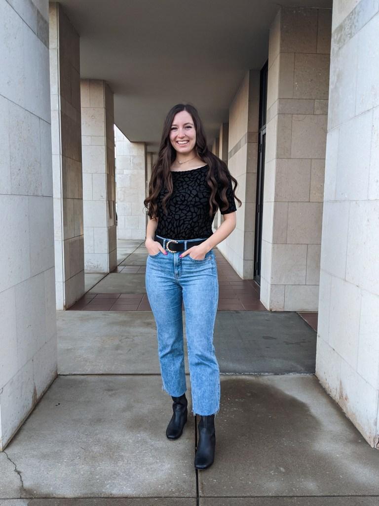 going-braless-sans-bra-express-mom-jeans
