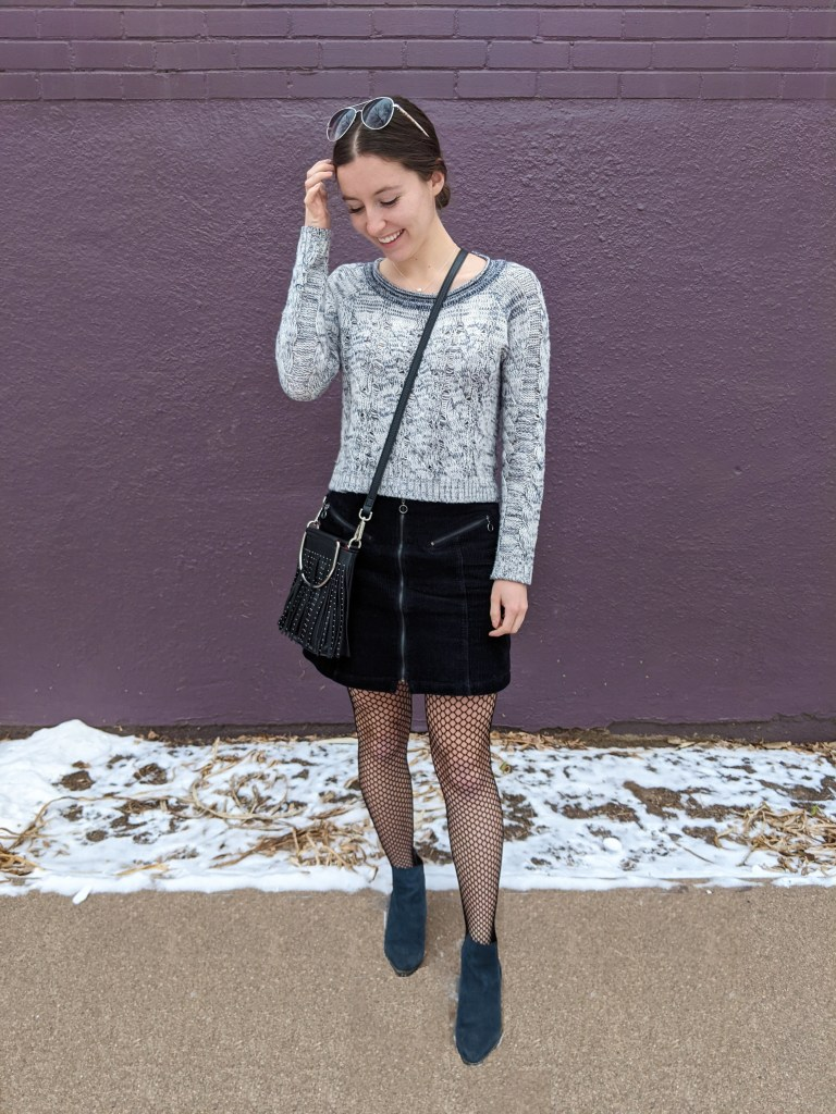college-style-blogger-fishnet-tights-cropped-sweater