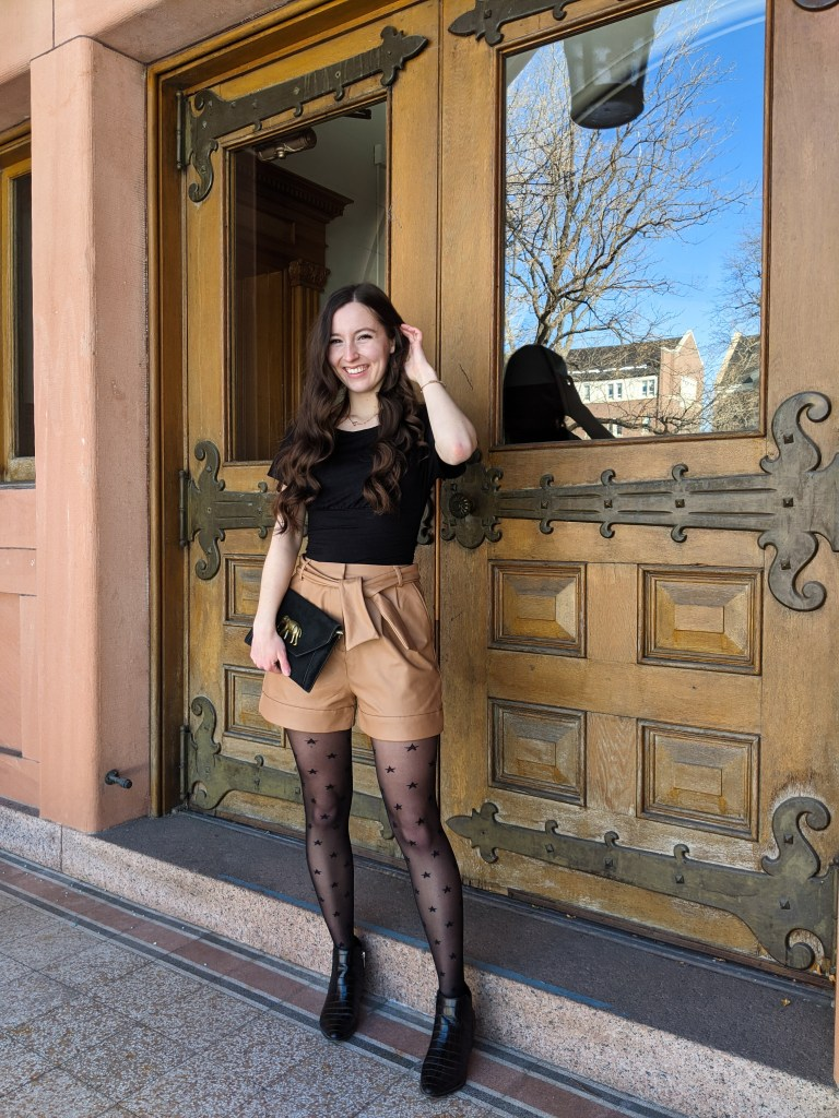 edgy-trendy-fashion-black-brown-shorts