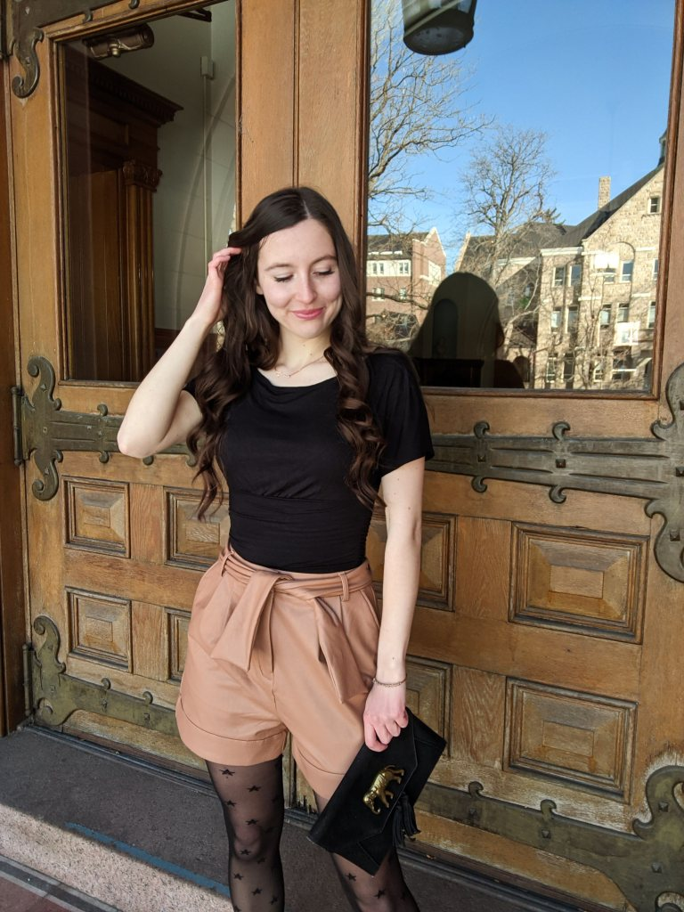 college-style-edgy-trendy-fashion-leather-shorts