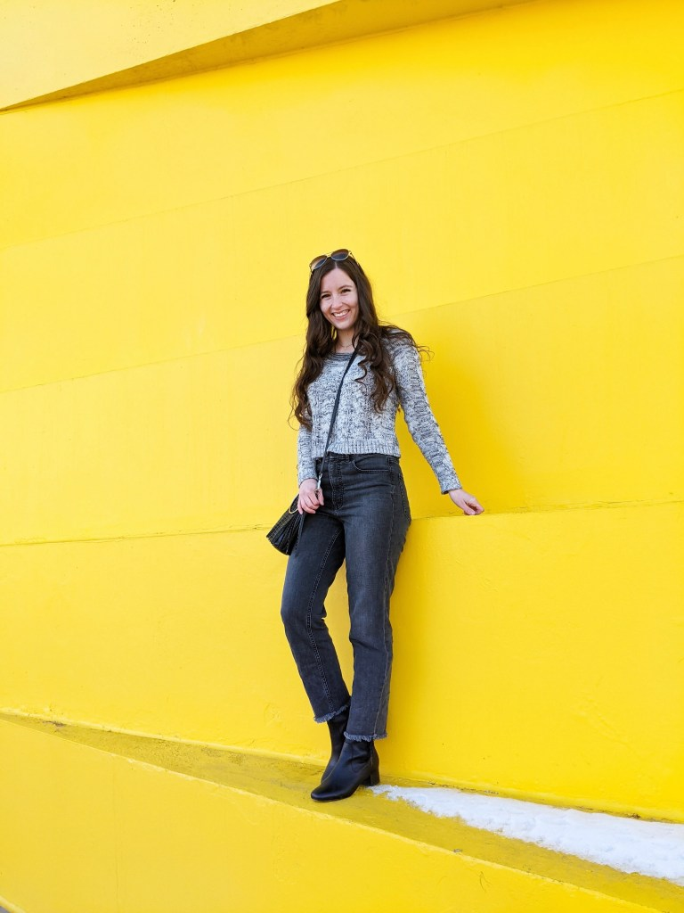 denver-fashion-blogger-yellow-wall-grey-monochrome