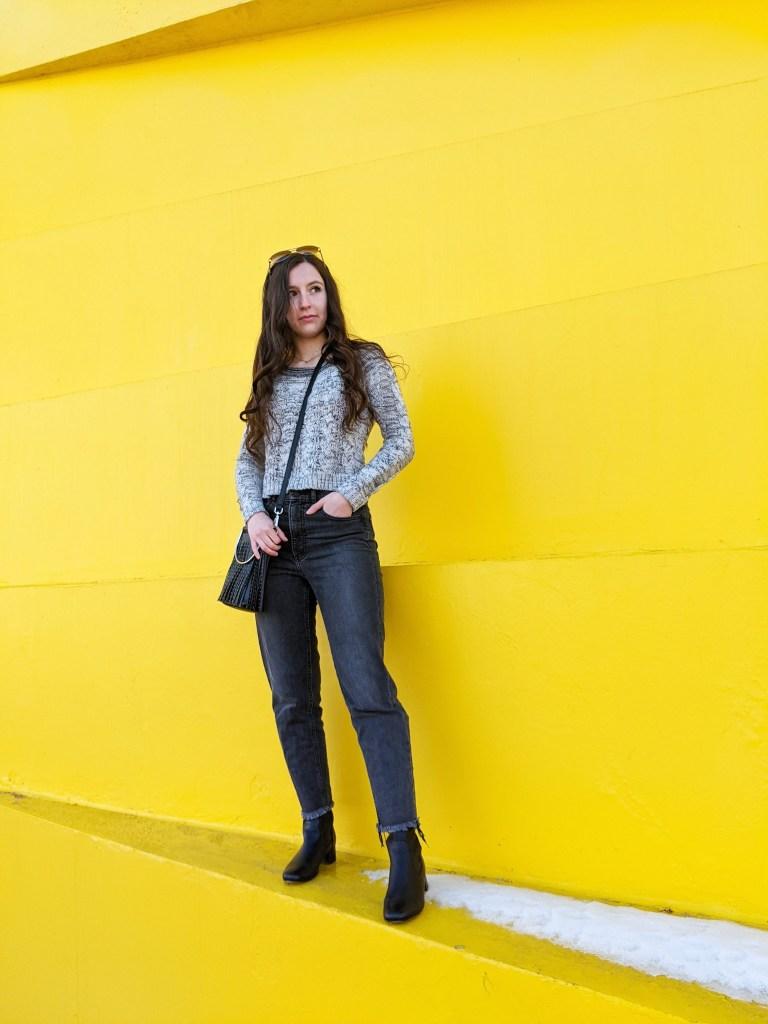 express-jeans-pantone-colors-2021-grey-sweater