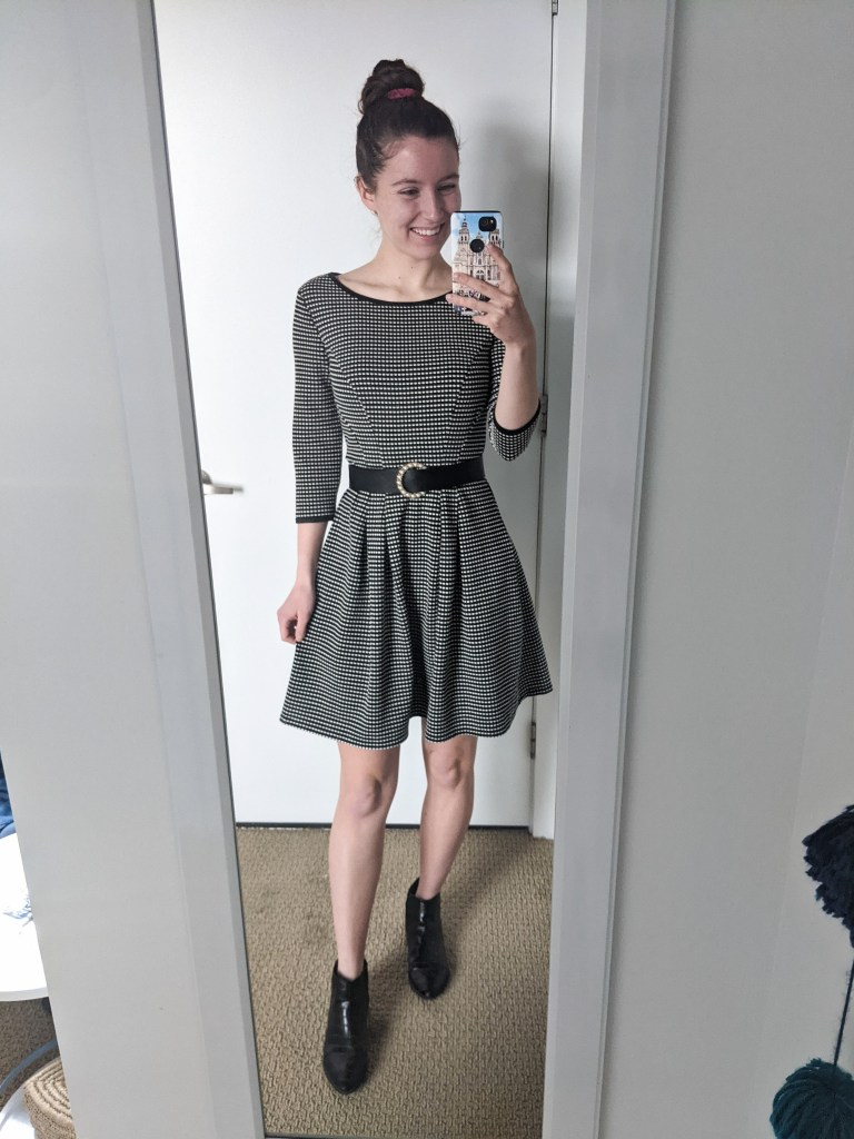 old-fashioned-dress-pearl-belt-black-booties