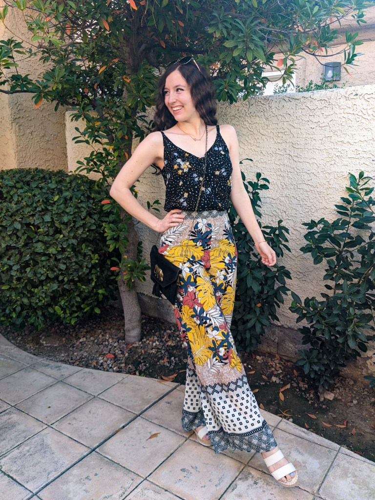 pattern-mixing-tropical-outfit-vacation-wear-summer-look