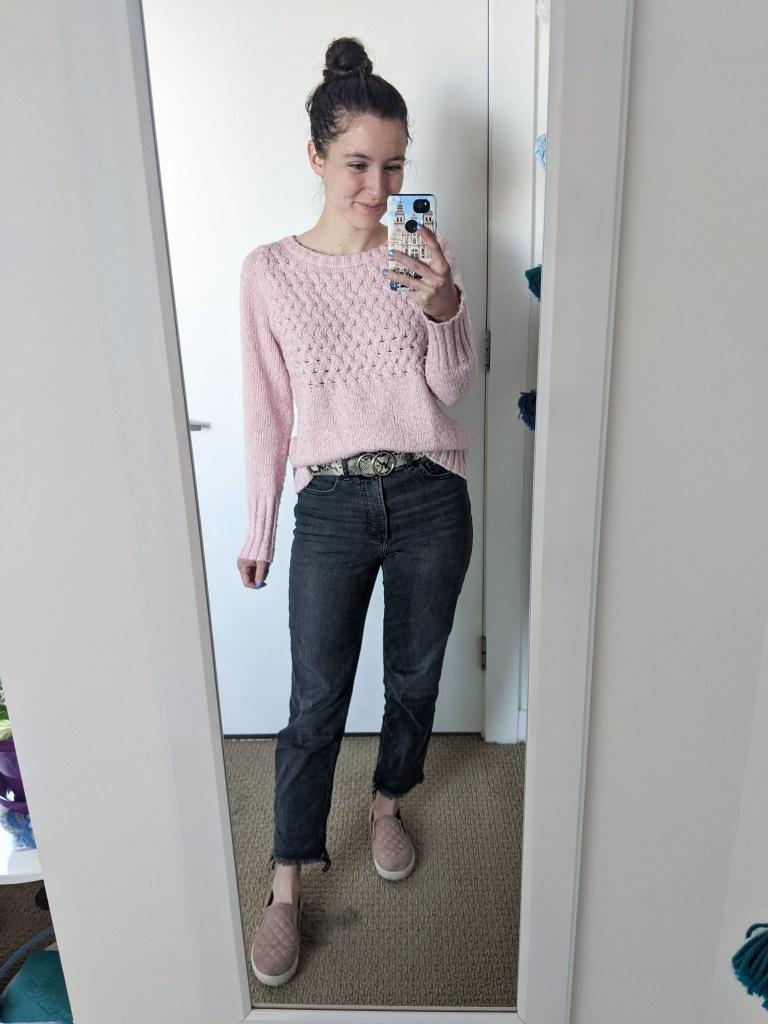 pink-sweater-snakeskin-belt-grey-mom-jeans