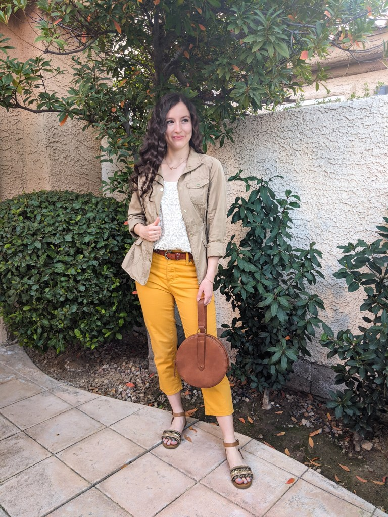 yellow-pants-summer-outfit-brown-sandals