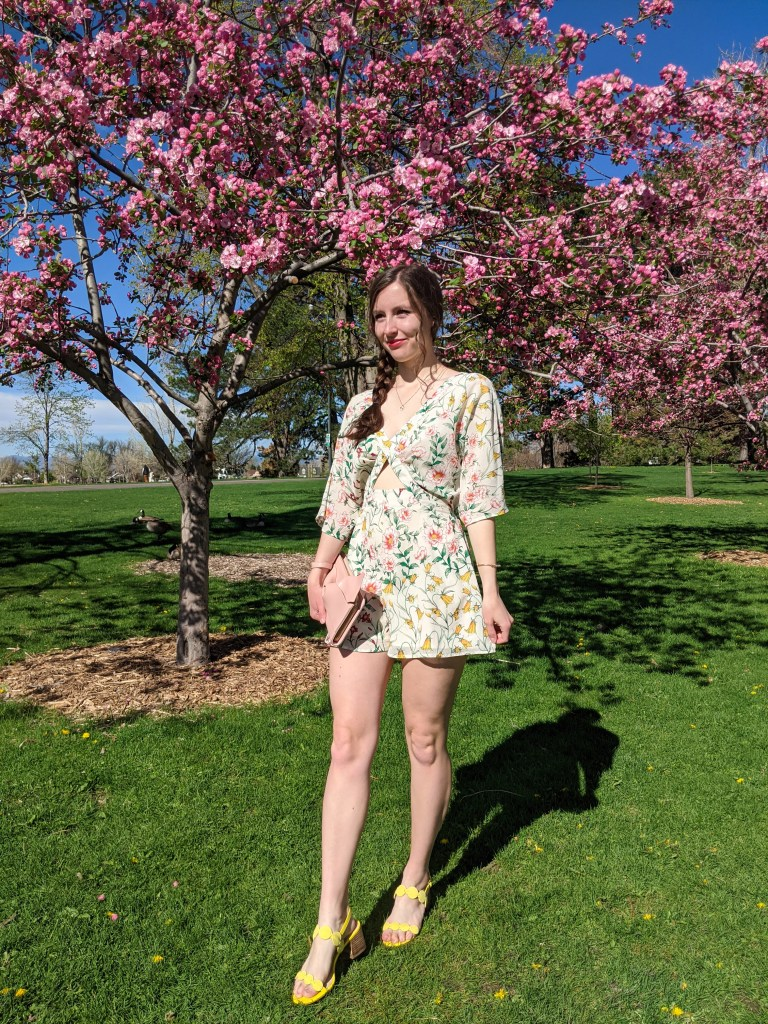 floral-romper-yellow-shoes-spring-outfit-brunch-style