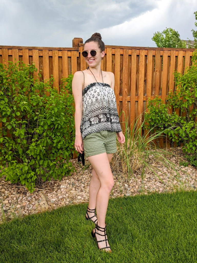 halter-top-green-shorts-boho-style-tiktok-fashion-blogger
