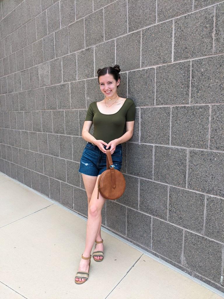 college-blogger-circle-purse-brown-sandals-space-buns
