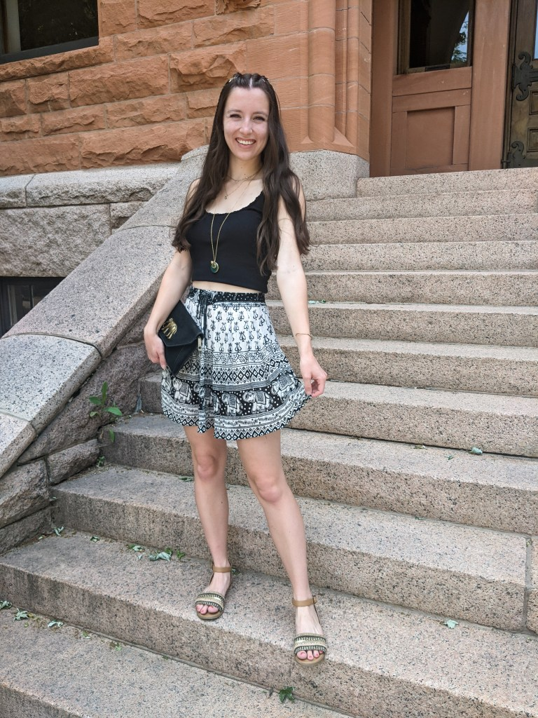 festival outfit-printed-skirt-brown-sandals