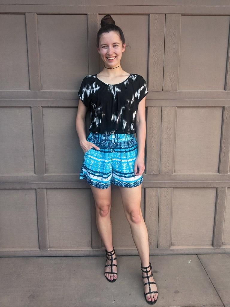 pattern-mixing-boho-summer-style-turquoise-shorts-black-sandals