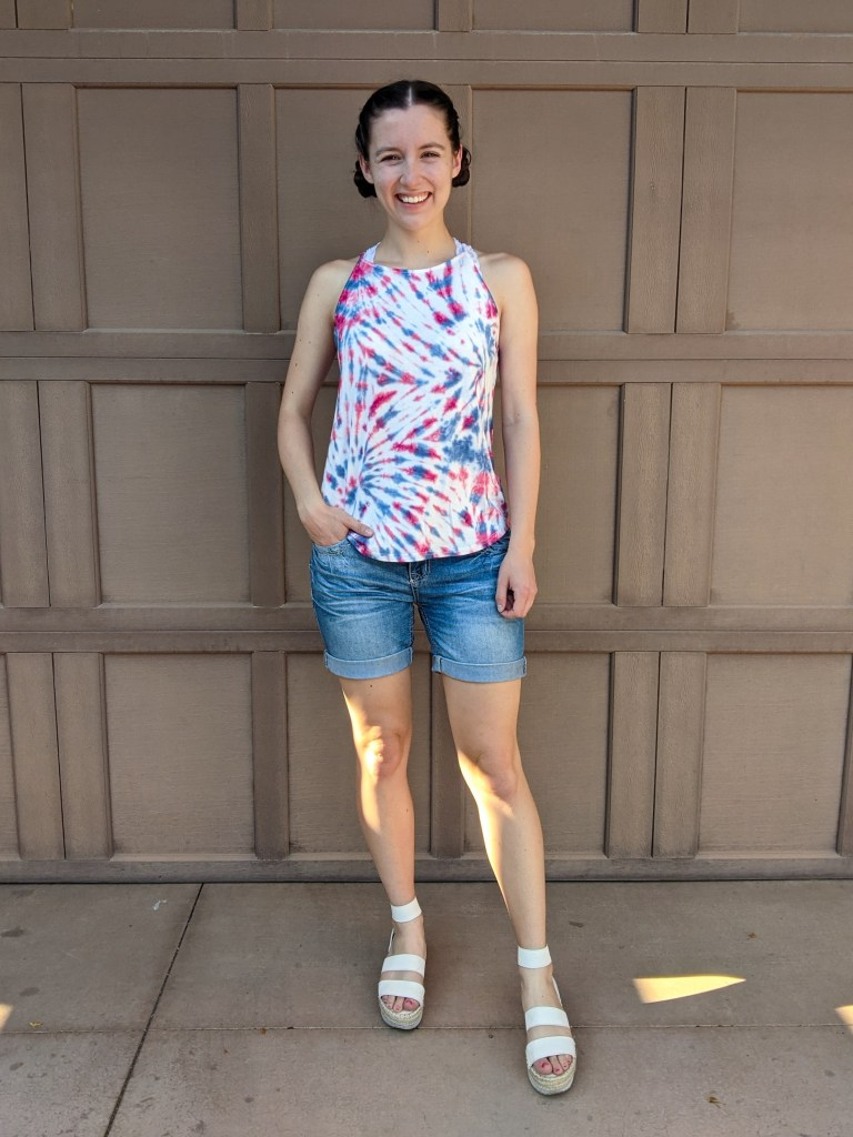 jean-shorts-tie-dye-top-4th-of-july-outfit