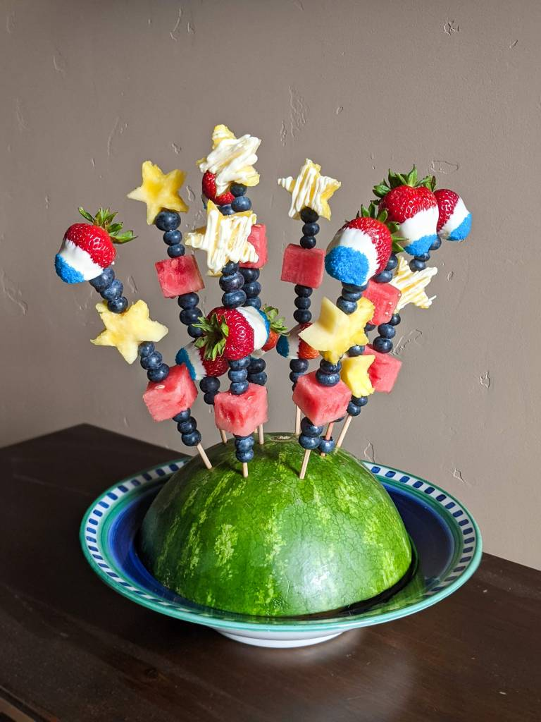 4th-of-july-food-homemade-edible-arrangement-red-white-and-blue-strawberries