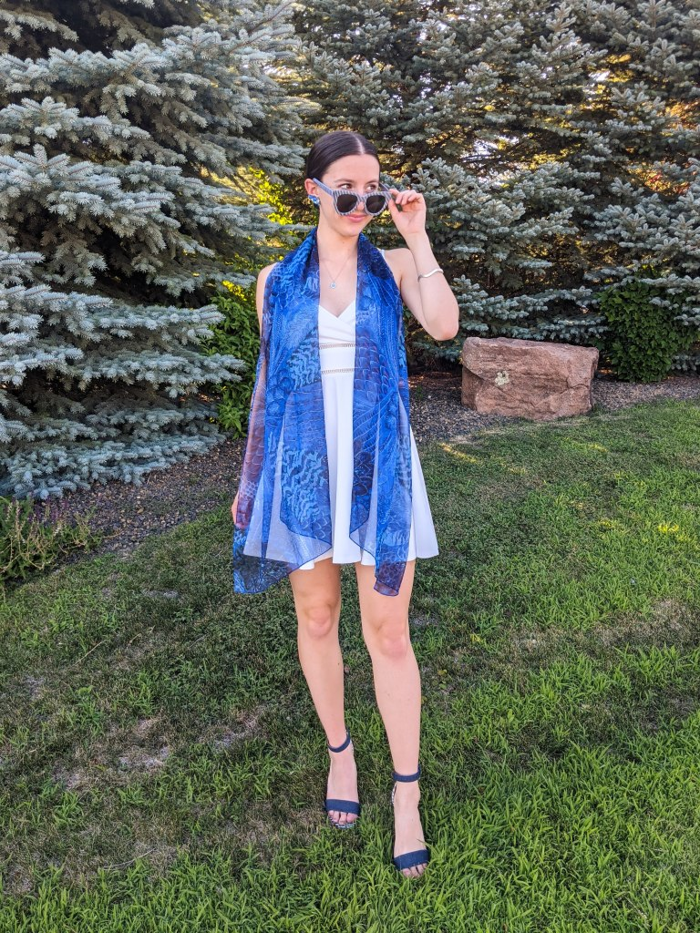 blue-thrifted-scarf-white-dress-blue-sandals