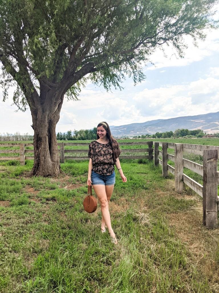summer-style-farm-life-floral-blouse