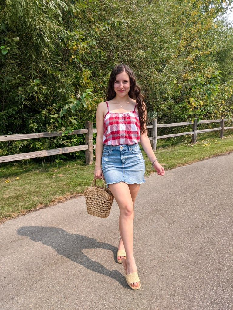 gingham-raffia-purse-sandals-american-eagle-college-student