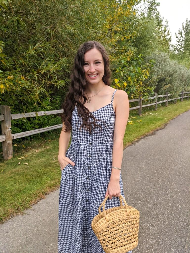 maxi-dress-straw-purse-crimped-hair-college-fashion-blogger