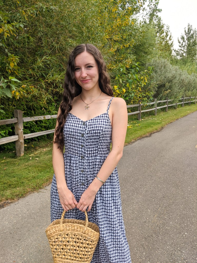 gingham-dress-crimped-hair-college-fashion-blogger-affordable-style-thrifted