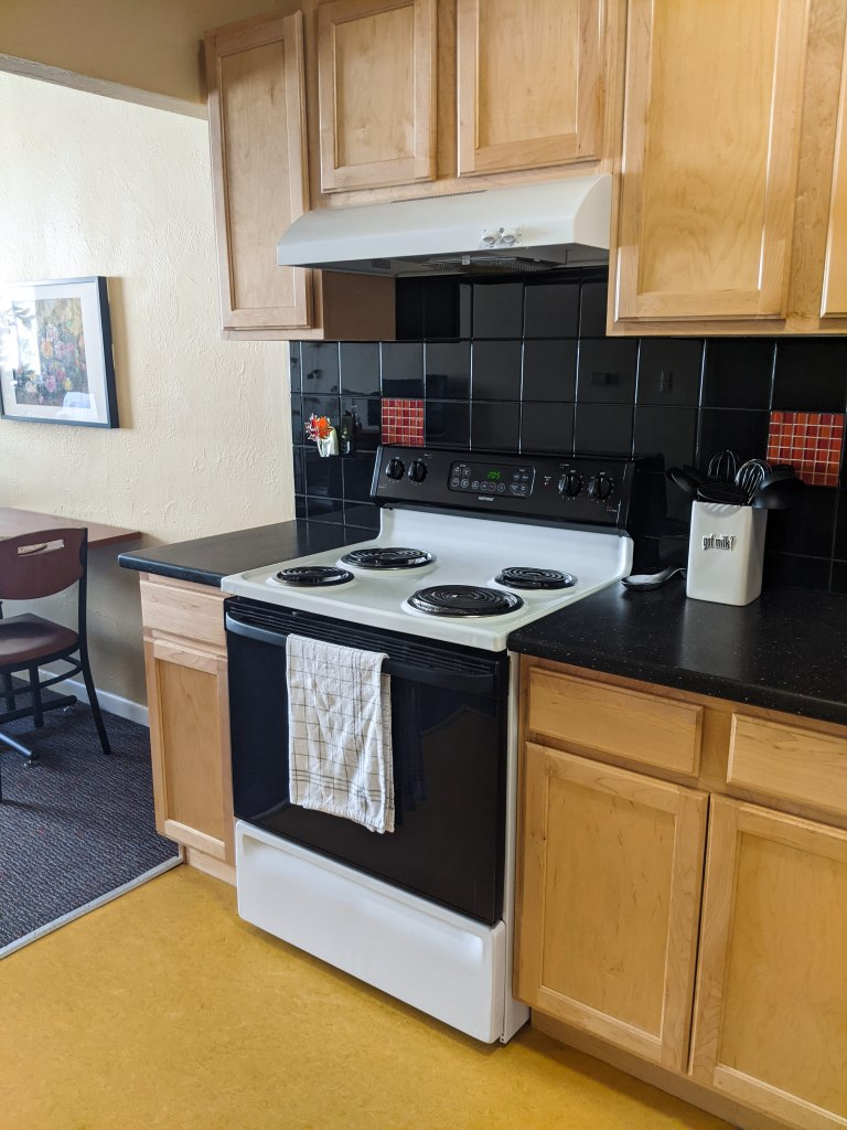 college-apartment-tour-kitchen-college-fashion-blogger