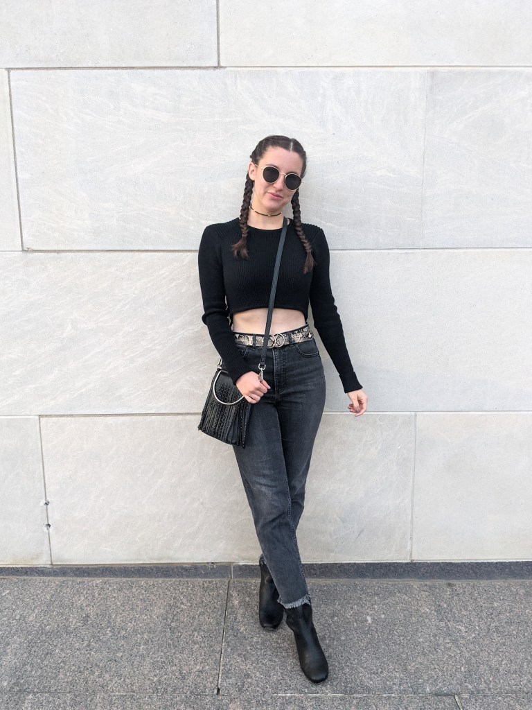 edgy-outfit-black-cropped-sweater-grey-jeans-snakeskin-belt-francescas
